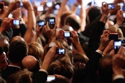 1 января, достань свой телефон из кармана и сними трёхсекундное видео о том, что находится возле тебя