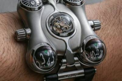 Часы MB&F HM6 Space Pirate