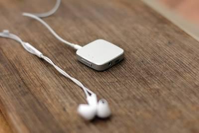Это портативный усилитель UAMP, который работает с любыми устройствами, будь это смартфон или ноутбук