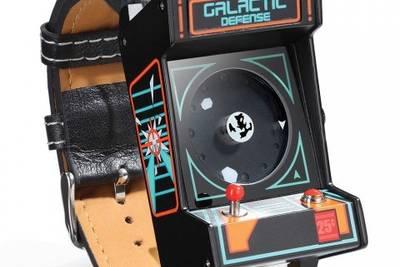 Как вам часы в стиле игрового автомата из 80-х?) При нажатии кнопки издаётся звук выстрела бластера