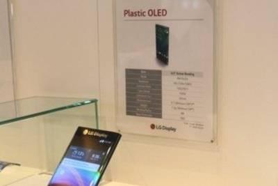 LG показала смартфон с загнутым с двух сторон дисплеем