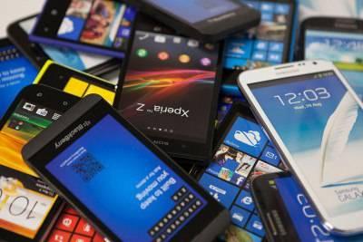 Поставки смартфонов за год выросли на 7,7%