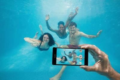 Sony не рекомендует плавать в воде вместе со своим водозащитным смартфоном Xperia