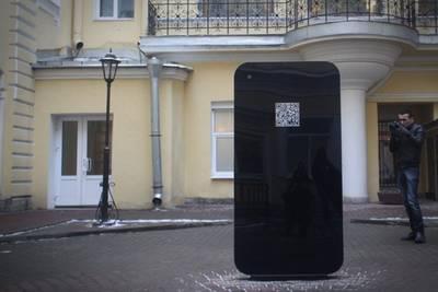 В Санкт-Петербурге после признания Тима Кука был демонтирован памятник в виде гигантского iPhone
