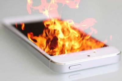 Зарядка от iPhone подожгла подростка