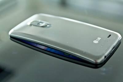 LG запатентовала смартфон с гибким дисплеем