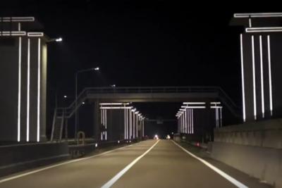 Дамбу в Нидерландах подсветили без электричества