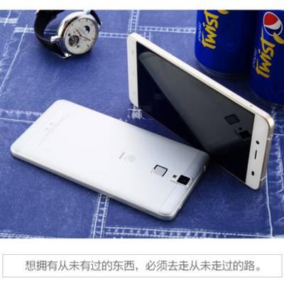 Компания Pepsi представила два смартфона – P1s и P1