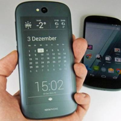 YotaPhone 2 подешевел к Новому году на четверть