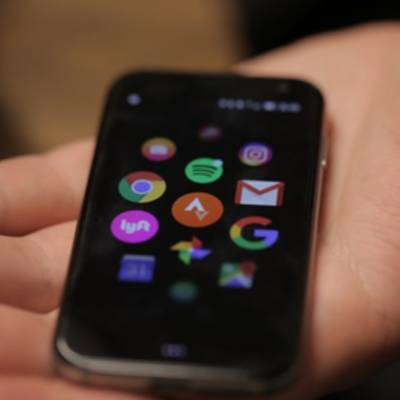 Palm решила возродить крошечные смартфоны. Возможно, он вам понравится