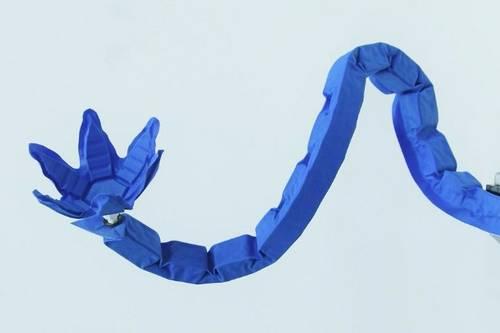 Оригами-подобный мягкий робот может поднимать в 1000 раз больше своего веса