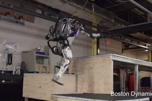 #видео   Компания Boston Dynamics обучила своего робота «паркуру»