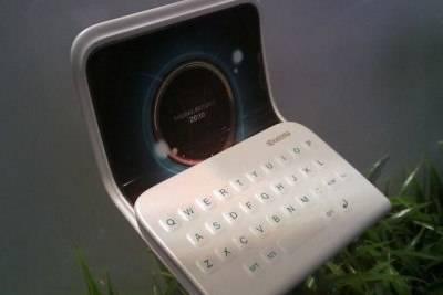 Kyocera разрабатывает экраны с обратной тактильной связью