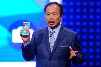 Рекордные продажи iPhone 6 отразились на зарплатах руководства Samsung