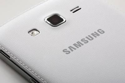 Samsung может выпустить смартфон с двойной основной камерой до конца года