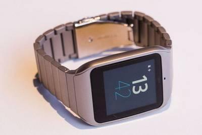 Sony привезла на CES 2015 металлические умные часы и «модный» браслет