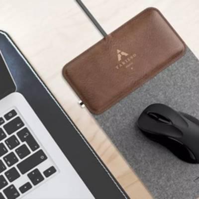 Этот модный коврик для мыши преобразуется в беспроводное зарядное устройство для телефона